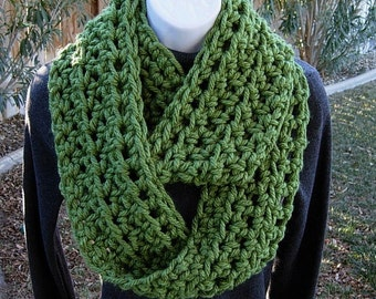 INFINITY SCARF Loop Cowl, Solid Medium Green, Super Soft 100% Bulky Acrylic, Crochet Knit Winter Wrap, Neck Warmer..Ready to Ship in 2 Days