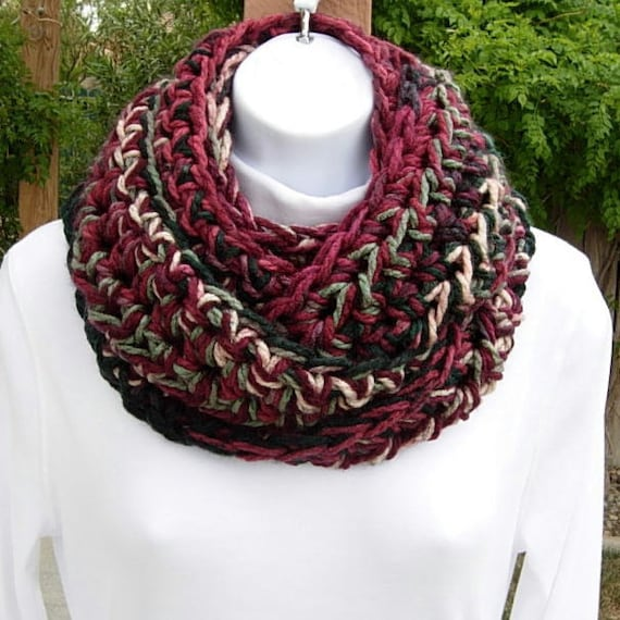 INFINITY LOOP SCARF..Red, Wine, Off-White, Dark Green Multicolor..Thick, Super-Soft..Winter Bulky Circle Cowl..Ready to Ship in 2 Days