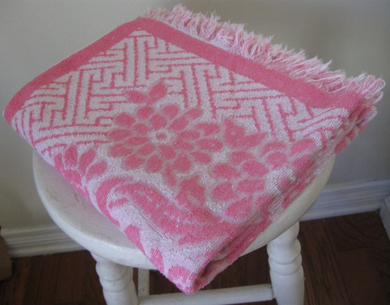 1 Vintage Reversible Bath Towel, Pink and White Cotton Terry Cloth