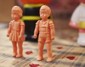 1 pair of nude color miniature movable resin dolls
