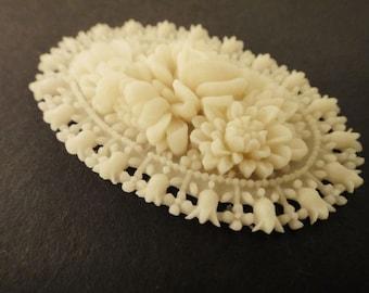 2Pcs Ivory Flower Basket Cabs