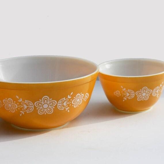 Pyrex Mixing Bowl Set - Butterfly Gold Pattern