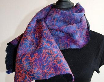 SALE felted purple scarf 'flowerpower'