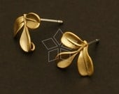 SI-383-MG / 4 Pcs - New Clover Earrings, Matte Gold Plated, with .925 Sterling Silver Post / 13mm x 10mm