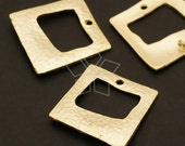 AC-372-MG / 4 Pcs - Hammered Square Donut Connector, Matte Gold Plated over Pewter / 20mm x 20mm