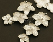 AC-418-MS / 2 Pcs - Triple Daisy Flower Connector, Matte Silver Plated over Brass / 15mm x 37mm