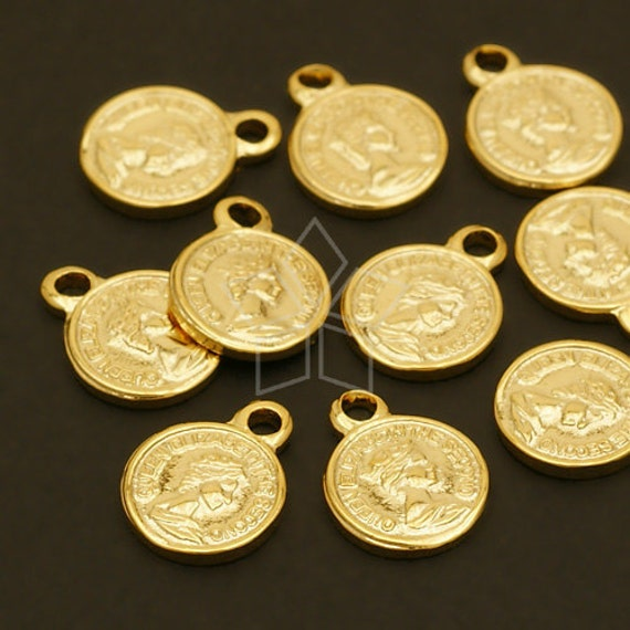 PD-322-GD / 4 Pcs - Queen Elizabeth Mini Coin Charms, Gold Plated over Brass / 8.5mm x 11mm