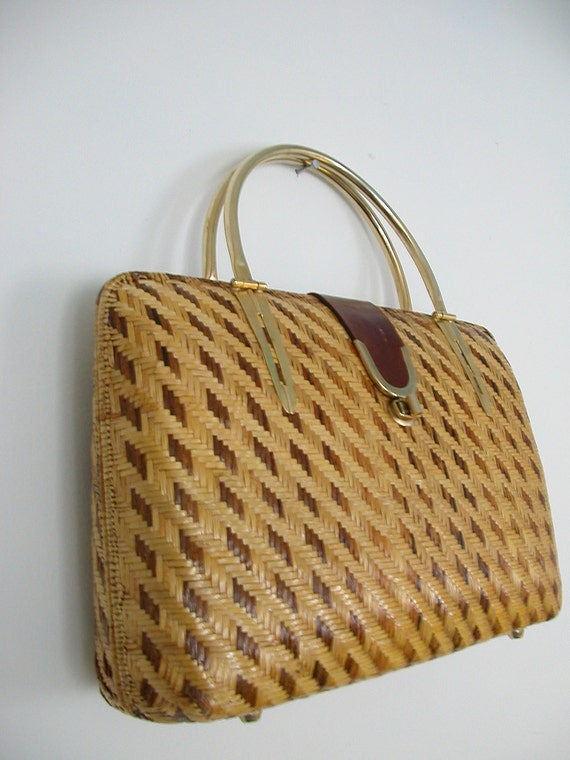 Vintage Woven Wicker Handbag / framed bag / 70s handbag / wicker purse / kelly bag / dorothy bag / structured purse
