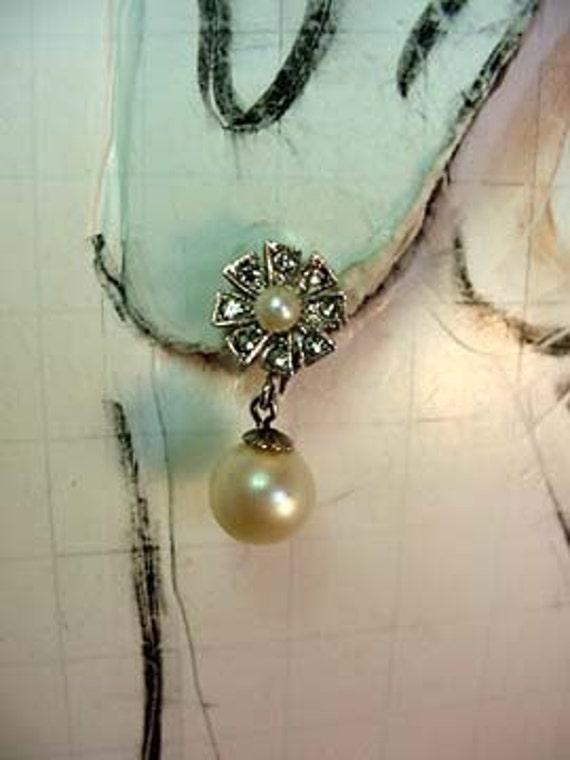 Faux Pear Drop Flower Clip-on earrings