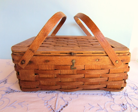 Picnic Basket Pie : Oak picnic basket pie carrier cake by