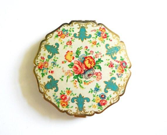 Vintage Floral Brass Scallop Pocket Mirror Compact Stratton