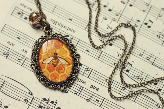Vintage Art Pendant Necklace - Music Honey Bee