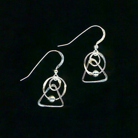 triangle wire beaded earrings circle dangle silver hammered. Black Bedroom Furniture Sets. Home Design Ideas