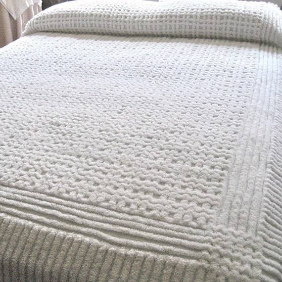 Vintage chenelle bed spreads