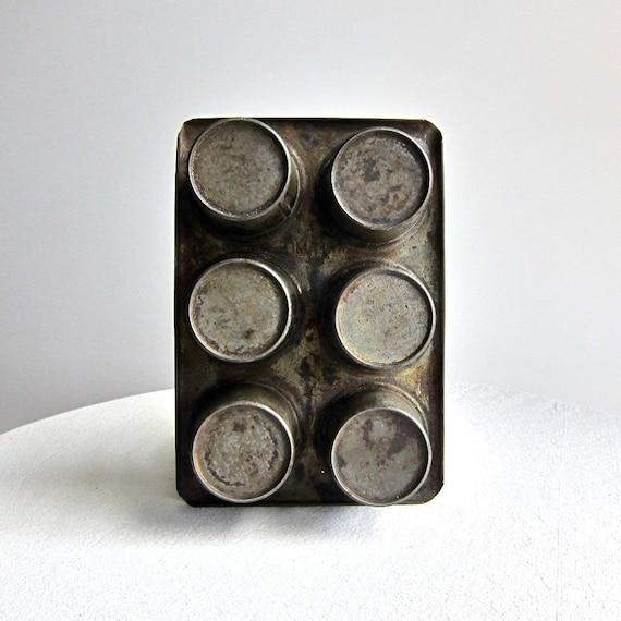 Vintage Kreamer Metal Baking Tin -- Round Shapes