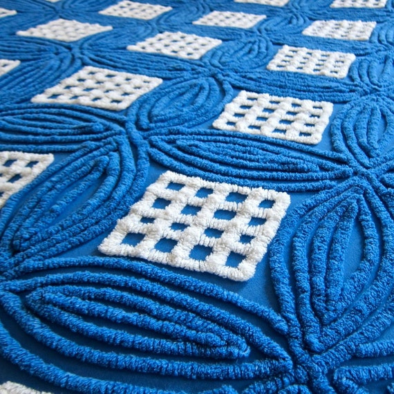 Vintage Chenille Bedspread with Blue and White Ring Pattern