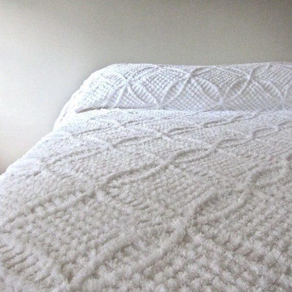 Vintage Chenille Bedspread In Summer White 1950s Cotton