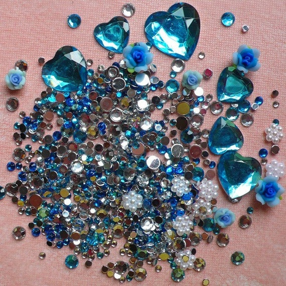 DEFECT Rhinestones Mix Blue Flower Rosebuds Cabochon with Heart & Round Shaped Rhinestones (25gram) Deco Sweets Cell Phone Decoration RHM016