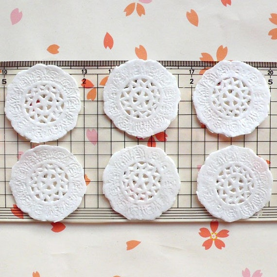 White Cake Lace Doilies in Paper (29mm) (6pcs) - Mini Accessories and Decoration for Miniature Cake / Dessert / Sweets / Food Craft MI01