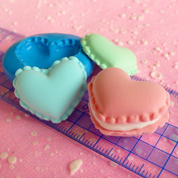 Heart Macaron Mold 24mm Flexible Silicone Mold Kawaii Cell Phone Deco Miniature Sweets Kitsch Jewelry Charms Decoden Cabochon Mold MD254