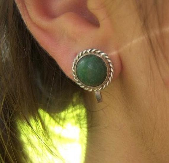 Vintage Mexican Jasper earrings / 1940s Green stone cabochon Silver twist setting / Classic