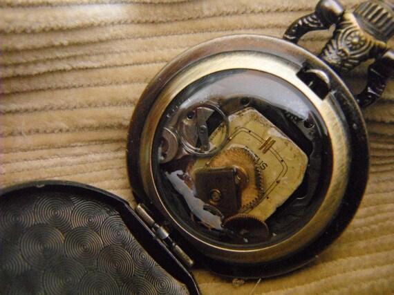 Doctor Hotchkiss-Grant's Synchronifier, steam punk pocket watch gadget