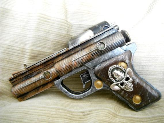 Dead Man's Hand, steam punk WORKING dart pistol