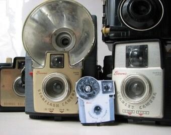 Brownie Starmite camera brooch - vintage photography pin (medium size)