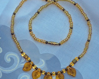 AMBER COLORED GLASS BEAD NECKLACE