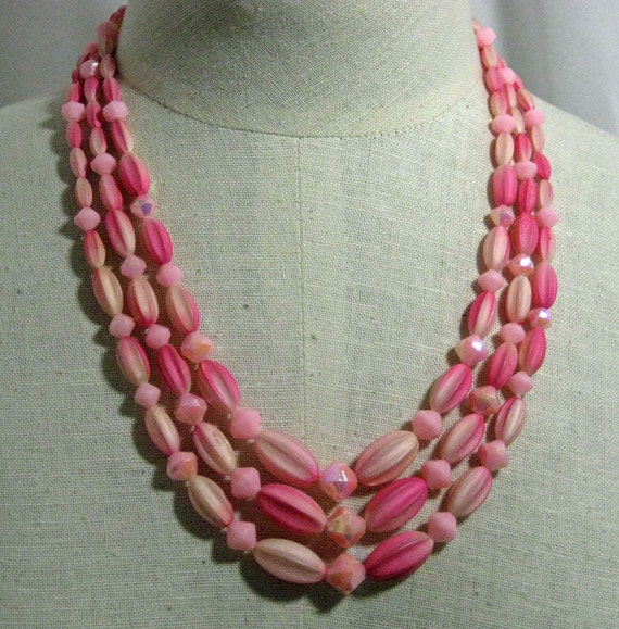 Pinks 3 Strand  Groovy Necklace Set