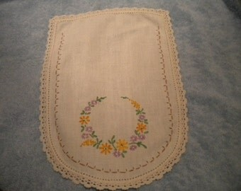 x hand embroidered doily (FF428)