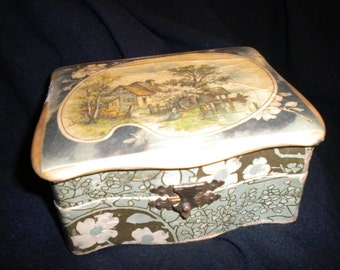 x Antique treasure box with metal clasp of Cottage Image (FF179)