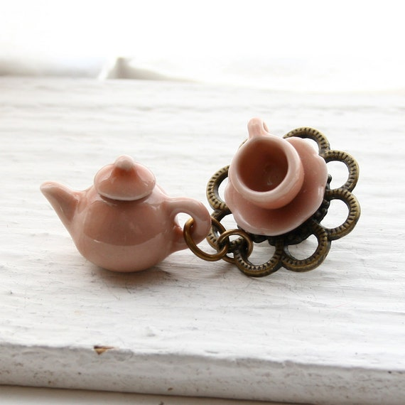 Tea Cup with Tea Pot Brooch - Peach