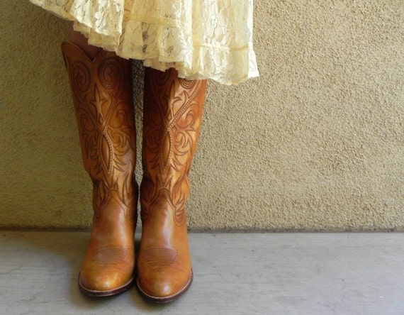 Vintage Cowgirl Boots 10 by AvecToiVintage on Etsy