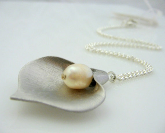 Calla lily flower necklace with a pearl