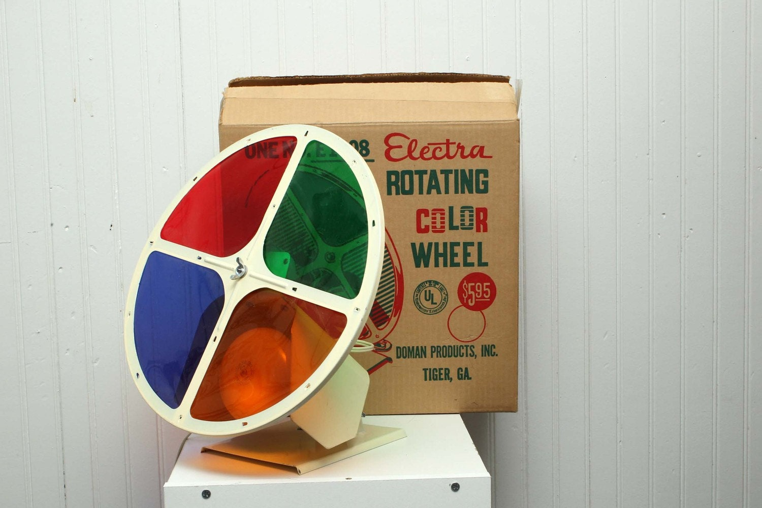Vintage Aluminum Christmas Tree Rotating Color Wheel Electra