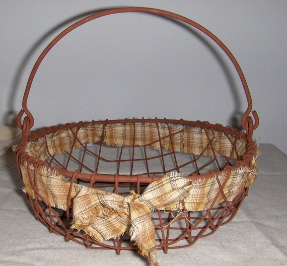 Primitive Rusty Wire Basket with Homespun
