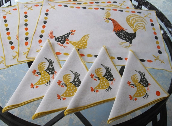 VINTAGE Linen Set of Four (4) Placemats with Four (4) Matching Napkins