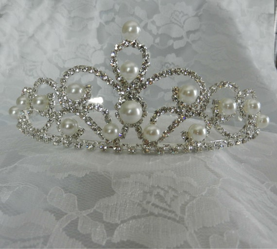 Crystal and Pearl Bridal Tiara with Comb, Wedding Headpiece, Silver Headpiece, Pearly