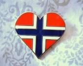 TEN (10) Norwegian Flag Enamel and Brass Lapel Pins - Heart Shape TEN (10) PCS