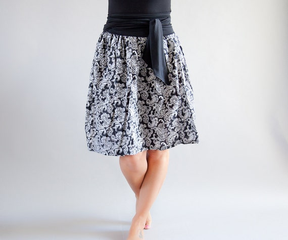 ON SALE Knee Length Full Skirt // Cotton // Elastic Waist // White on Black Paisley Print with a long Obi Sash Belt