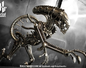 Metal Sculpture - Recycled Metal Standing Monster : Tail up (Medium item)