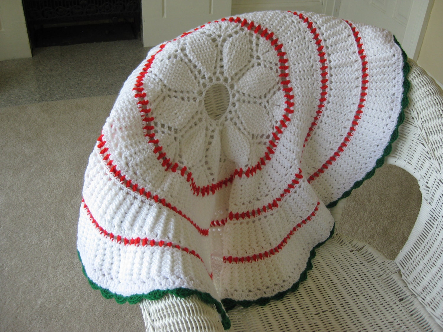 Crochet Xmas Tree Skirt : Crochet Christmas Tree Skirt Red White and Green 36 by sewingnuck
