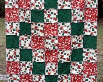 Handmade Reversible Christmas Poinsettia Holiday Red Green and Gold Rag Quilt/ Throw  - 49 x 63