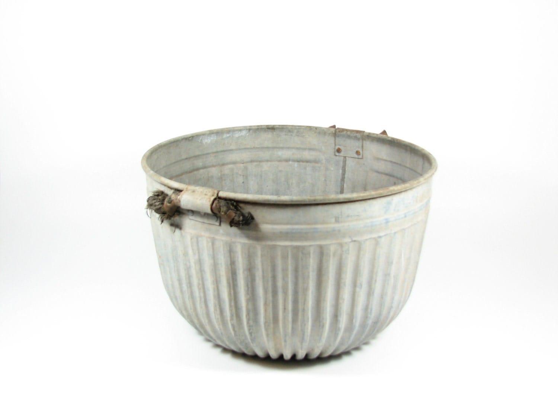 Vintage galvanized wash tub basin for Large metal wash tub