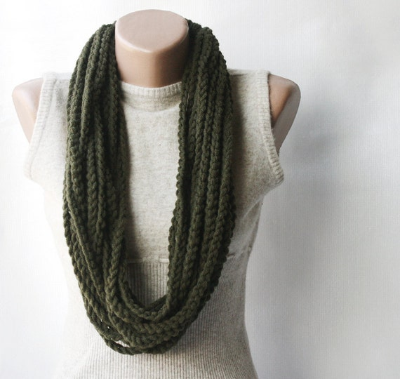 Green crochet scarf - infinity chunky wool dark forest green Army green fall winter accessories