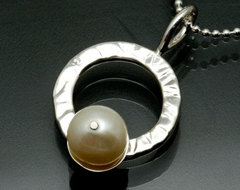 Sterling Silver Circle & Freshwater Pearl Pendant