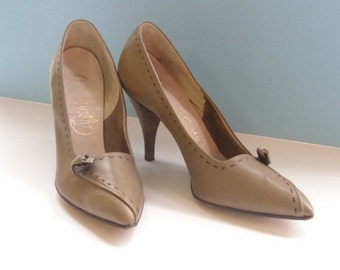 Vintage 1950s 1960s CAPRINI Olive Green High Heels