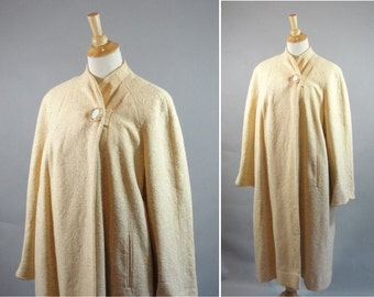 Vintage 1950s Cream Wool and Cashmere Dress Coat with One Lucite Button by Twistex by Sportleigh