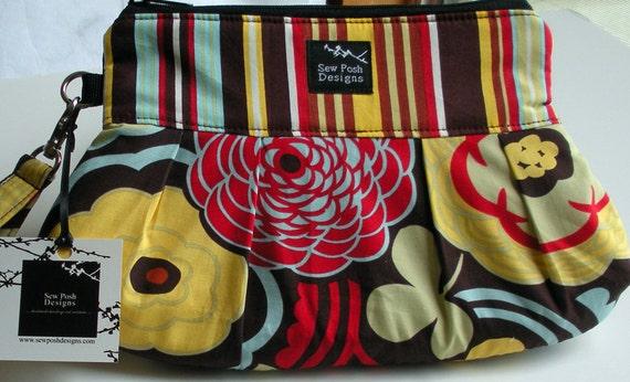 Red Brown Blue Retro Funky Flowers Stripes Pleated Fabric Wristlet Small Purse Bag Zipper Pouch Key Fob Washable Mocha Temptation